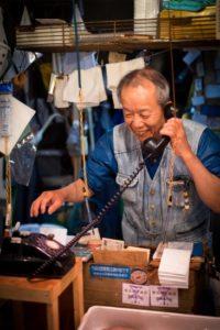 Portrait d'un travailleur dans un marché d'Osaka ©Angelo Di Genova